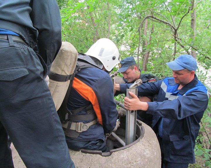 ФОТО: Пьяный воронежец провалился в пятиметровый колодец