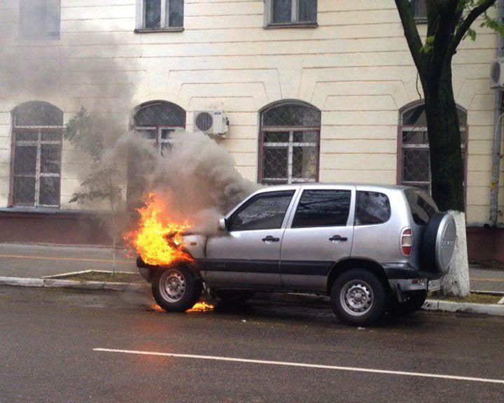 ФОТО: В центре Воронежа загорелся автомобиль