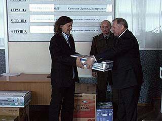"""Футболистов """"Динамо"""" наградили ценными подарками и призами"""