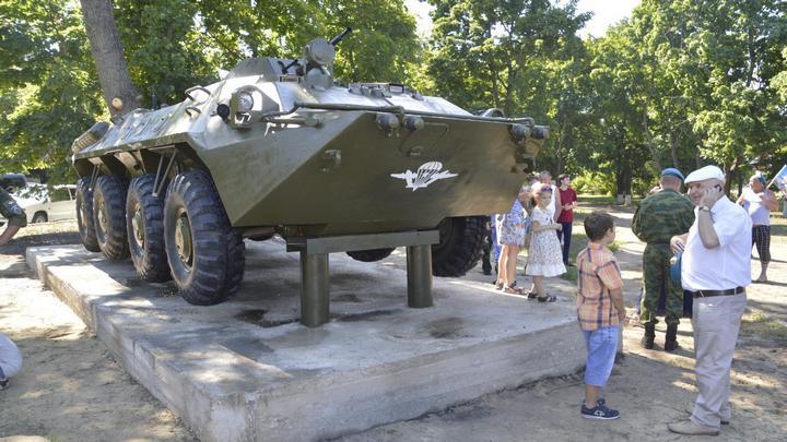 В Борисоглебске вандалы повредили БТР на военном мемориале