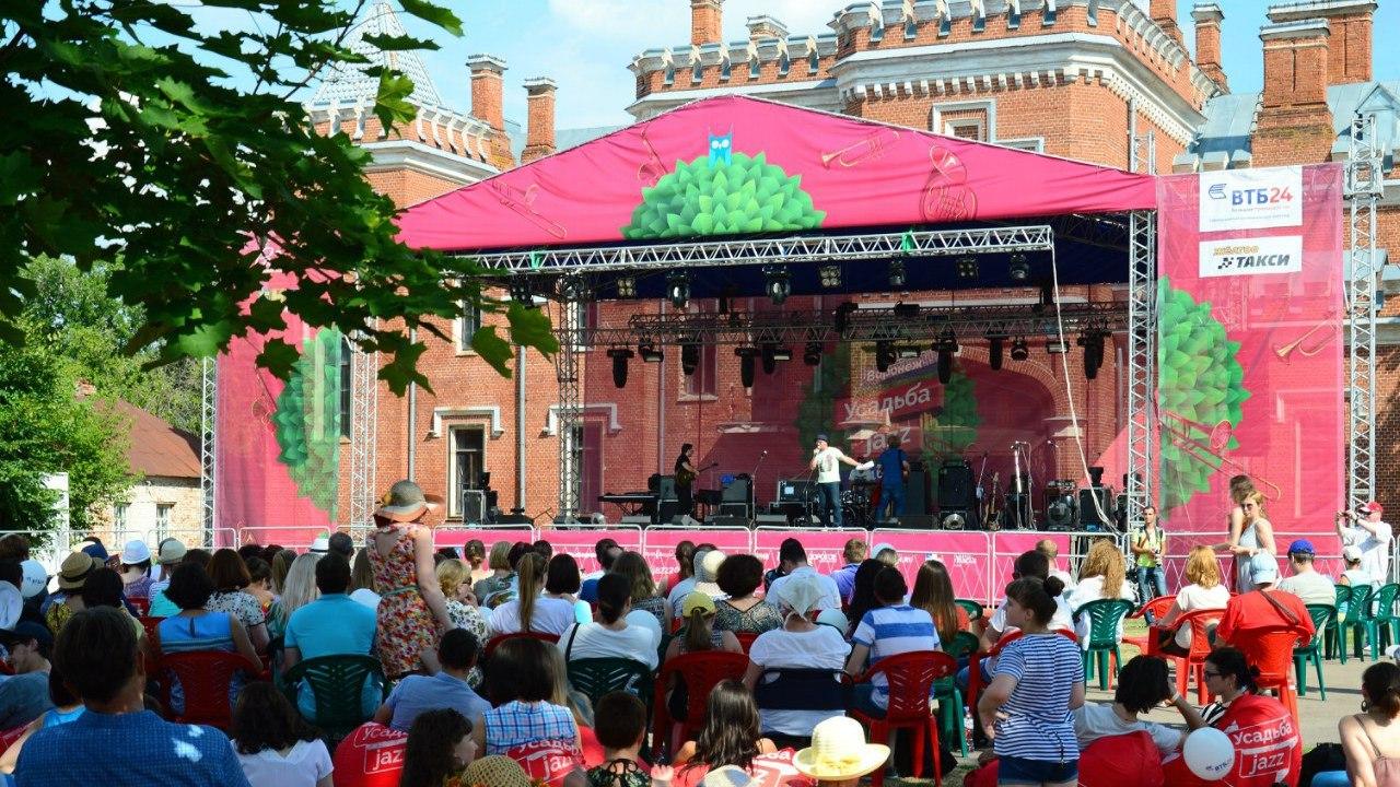 Под Воронежем гостей «Усадьба Jazz» не пускали на фестиваль из-за подозрительного рюкзака