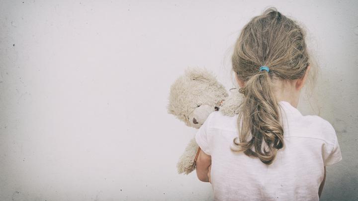 На трассе под Воронежем водители нашли раздетую и голодную 4-летнюю девочку
