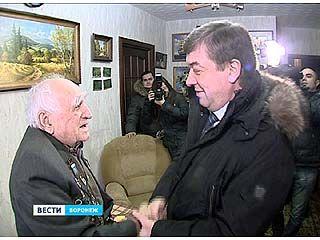 Глава города поздравил с 70-летием освобождения Воронежа Мамеда Джабраилова