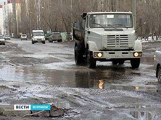 Глава Воронежа поставил перед дорожниками задачу - отремонтировать дороги до 9 мая