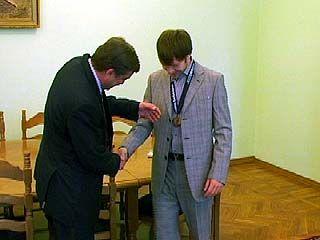 Глава Воронежа поздравил Ивана Саенко с победой