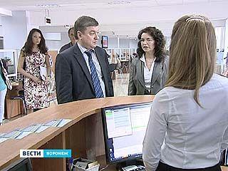 Глава Воронежа проинспектировал работу МФЦ на улице Пирогова