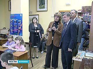 Глава Воронежа Сергей Колиух с инспекцией объехал библиотеки