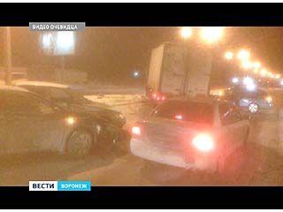 Гололёд стал причиной 4 ДТП на повороте от бульвара Победы на улицу Шишкова