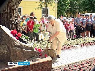 Горожане почтили память детей, погибших во время бомбардировки Воронежа