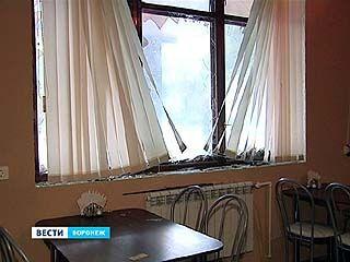 Группа мужчин в масках разгромили кафе на улице Матросова и избили посетителей