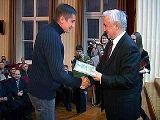 """Губернатор наградил победителей конкурса """"Золотые руки"""""""