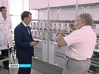 Губернатор посетил предприятие, где производят светильники всех типов