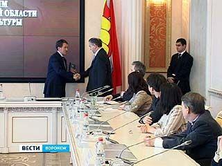 Губернатор поздравил лучших работников культуры