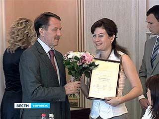Губернатор поздравил социальных работников Воронежской области