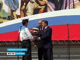 Губернатор в рамках рабочей поездки посетил Подгоренский и Павловский районы