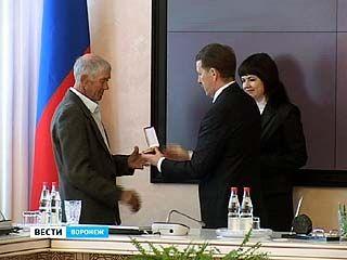 Губернатор вручил государственные награды представителям рабочих профессий