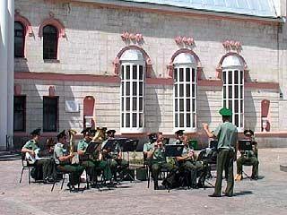 Губернаторский оркестр исполнил военные мелодии в центре Воронежа