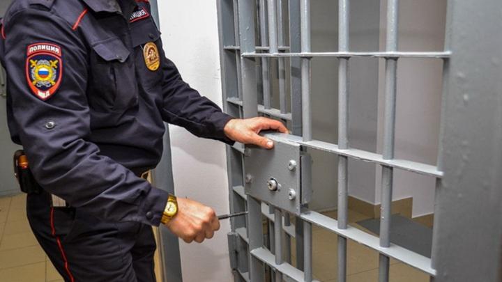 Замглавы воронежского отдела полиции 2 дня продержал в камере женщину из-за обиды