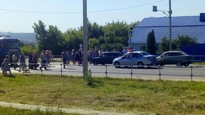 Жители Семилук перекрыли оживлённую дорогу из-за проблем с водоснабжением