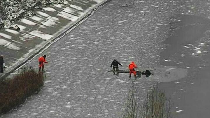 В Воронеже рыбак вышел на тонкий лёд водохранилища и едва не погиб