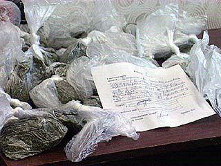 Итог очередной операции - 900 доз опия и 1,5 кг марихуаны