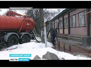 Из-за мясокомбината улицы Боброва превратились в багровые реки