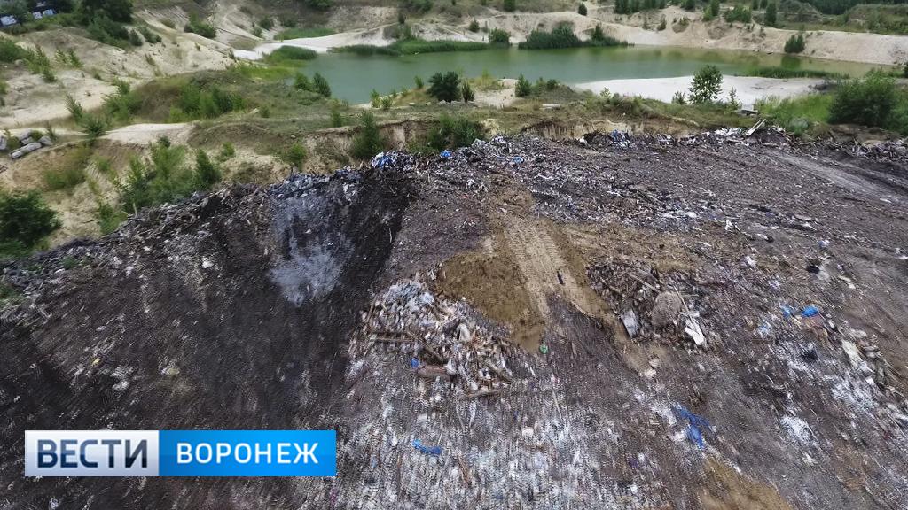 Воронежцы: стихийная свалка на улице Землячки разрастается, несмотря на охрану