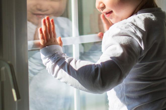В Воронеже из окна 8 этажа выпал 4-летний мальчик