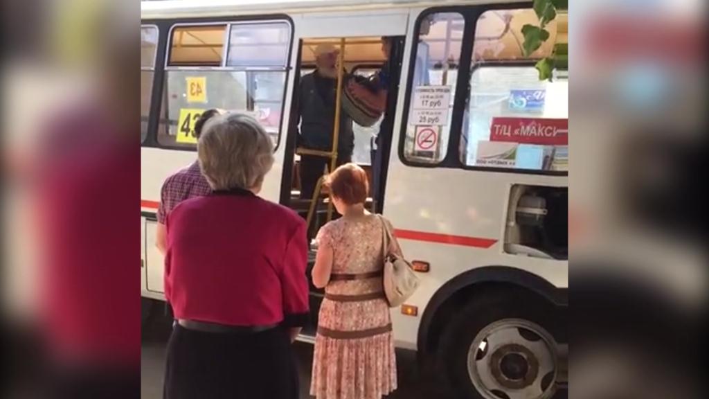 Перевозчик прокомментировал потасовку между маршрутчиком и ветераном в Воронеже