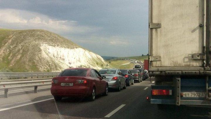 Автомобилисты сообщили о пробке в 45 км на воронежской трассе у села Лосево
