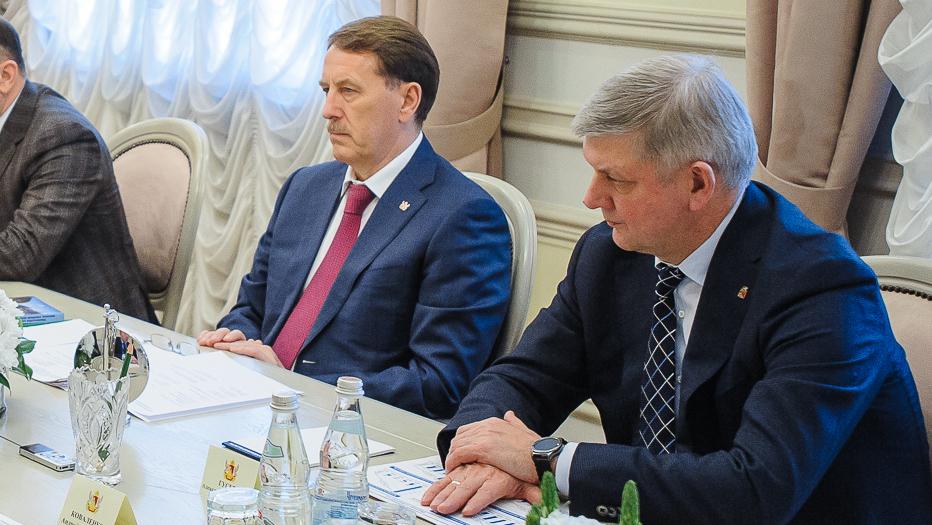 Александр Гусев присвоил Алексею Гордееву звание «Почётный гражданин Воронежской области»