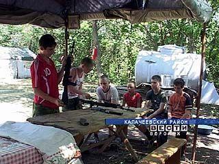 """Калачеевские школьники отправились в военно-спортивный лагерь """"Казачок"""""""