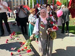Коммунисты возложили цветы к памятнику вождя пролетариата