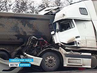 Крупная авария произошла на 674 км трассы М-4, на южном въезде в город Павловск