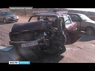 Крупное ДТП на подъездах к Семилукам:  водитель вылетел на встречную полосу