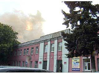 Крупный пожар произошел на территории станкостроительного завода
