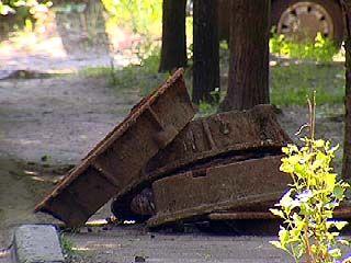 Куда в Воронеже исчезают крышки от канализационных коллекторов?