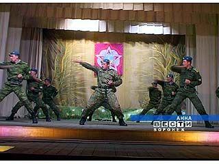 Курсанты воздушно-десантного училища приехали к аннинским школьникам