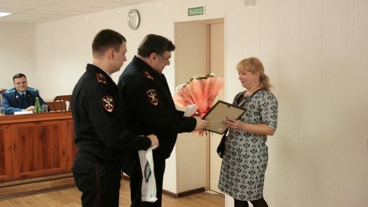 В Воронеже наградили бдительного продавца за помощь в поимке опасного преступника