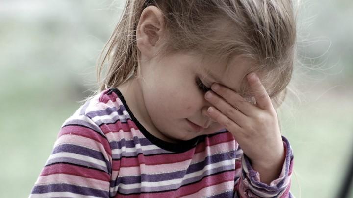 Женщина, на день бросившая 4-летнюю дочь у трассы под Воронежем, попала под следствие