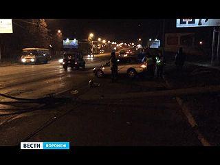 Легковушка снесла фонарь и обесточила остальные на улице Ленина