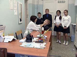 Малышам и ученикам начальной школы придётся делать прививки