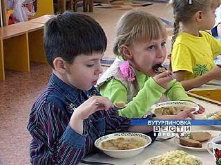 Малышей в детсадах Бутурлиновского района недокармливают