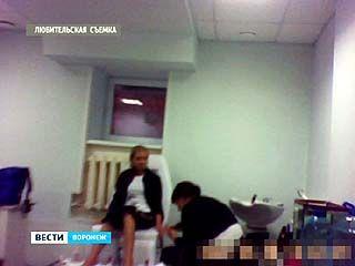 Мастера маникюра проходят обучение от службы занятости в подвале