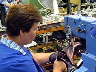 Меньше всех в Воронеже зарабатывают производители обуви, мебели и одежды