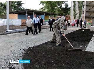 Мэр оценил качество ремонта дворов в Железнодорожном районе
