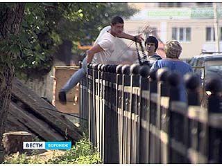 Металлические ограждения на Колесниченко мешают и водителям, и пешеходам