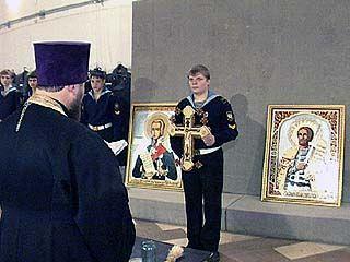 Михаил Гуревич подарил музею две иконы собственной работы