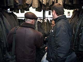 Милиционеры провели рейд в одном из открывшихся магазинов одежды