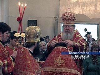 Митрополит Сергий провел праздничную службу в Никольском храме